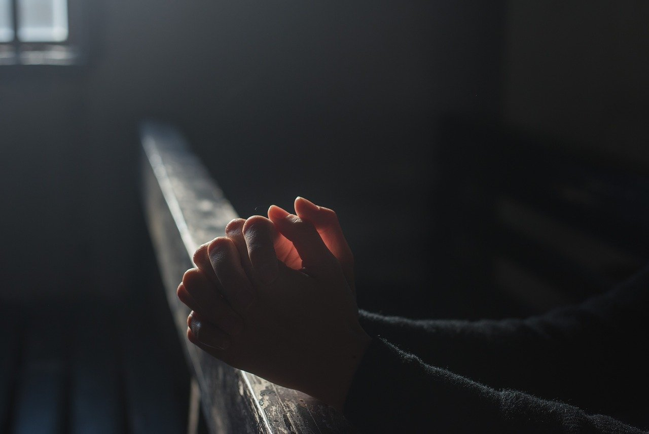 """Krytyka Kościoła i instytucji społecznych w """"Kandydzie"""" Woltera"""